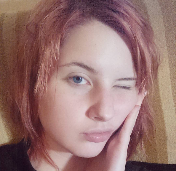 """This ig selfie was captioned """"I was dared to post a no makeup selfie and I was like 'lol ok super scary dare dude'"""""""